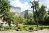 Schule am grünen Stadtrand